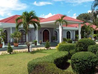 La maison principale (270 m²), construite dans le respect de standards élevés de qualité.